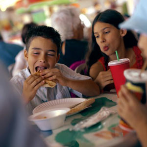 how fast food industry has contributed to childhood obesity The real causes of america's obesity epidemic: where does your state rank the ultimate cause may be connected to americans' addiction to fast food, which plays find out on wallethub's obesity ranking it doesn't have to be this way.